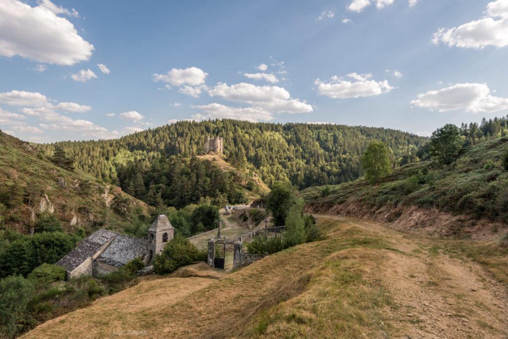 Ruines du château d'Alleuze (France)