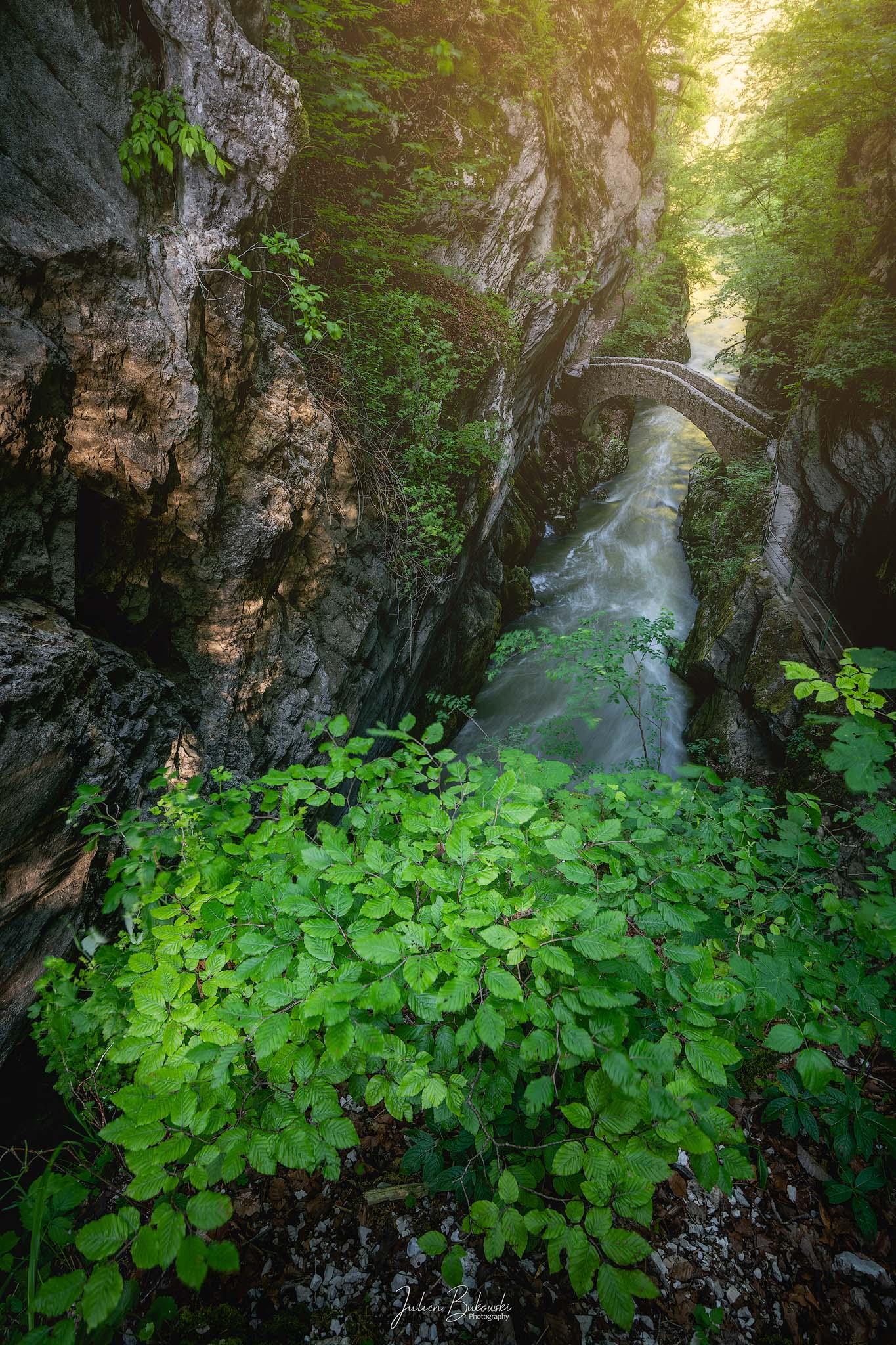 Attraversare il fiume (Gorges de l'Areuse - Suisse)